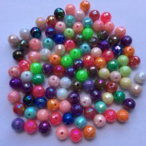 100 Faceted plastic round beads 8mm