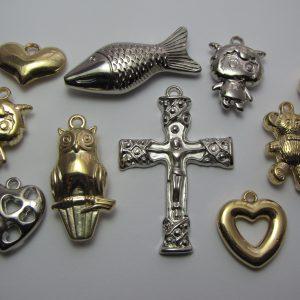 10 Large charms/pendants