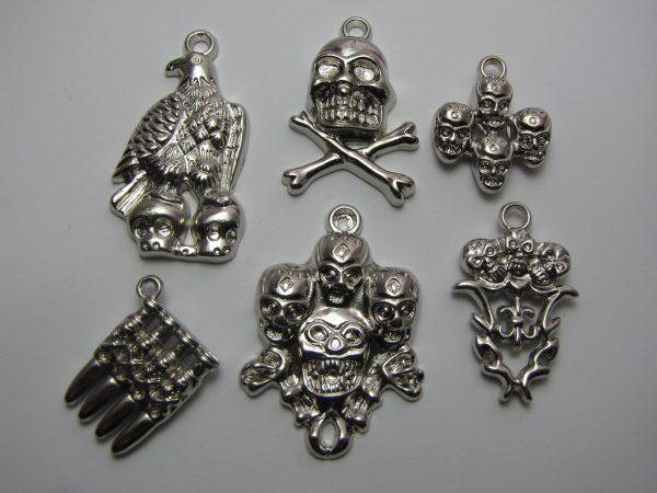 6 acrylic skull pendants